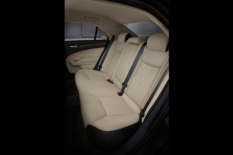 2018 Chrysler 300 C Sedan Rear Shade