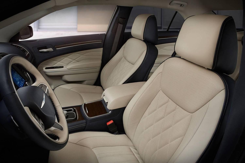 2018 Chrysler 300 C Sedan Interior