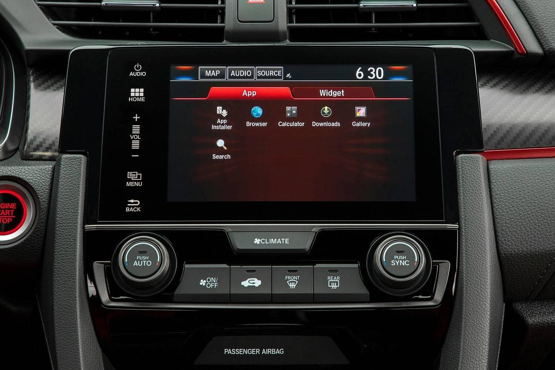 2018 Honda Civic Type R Touring 4dr Hatchback Center Console