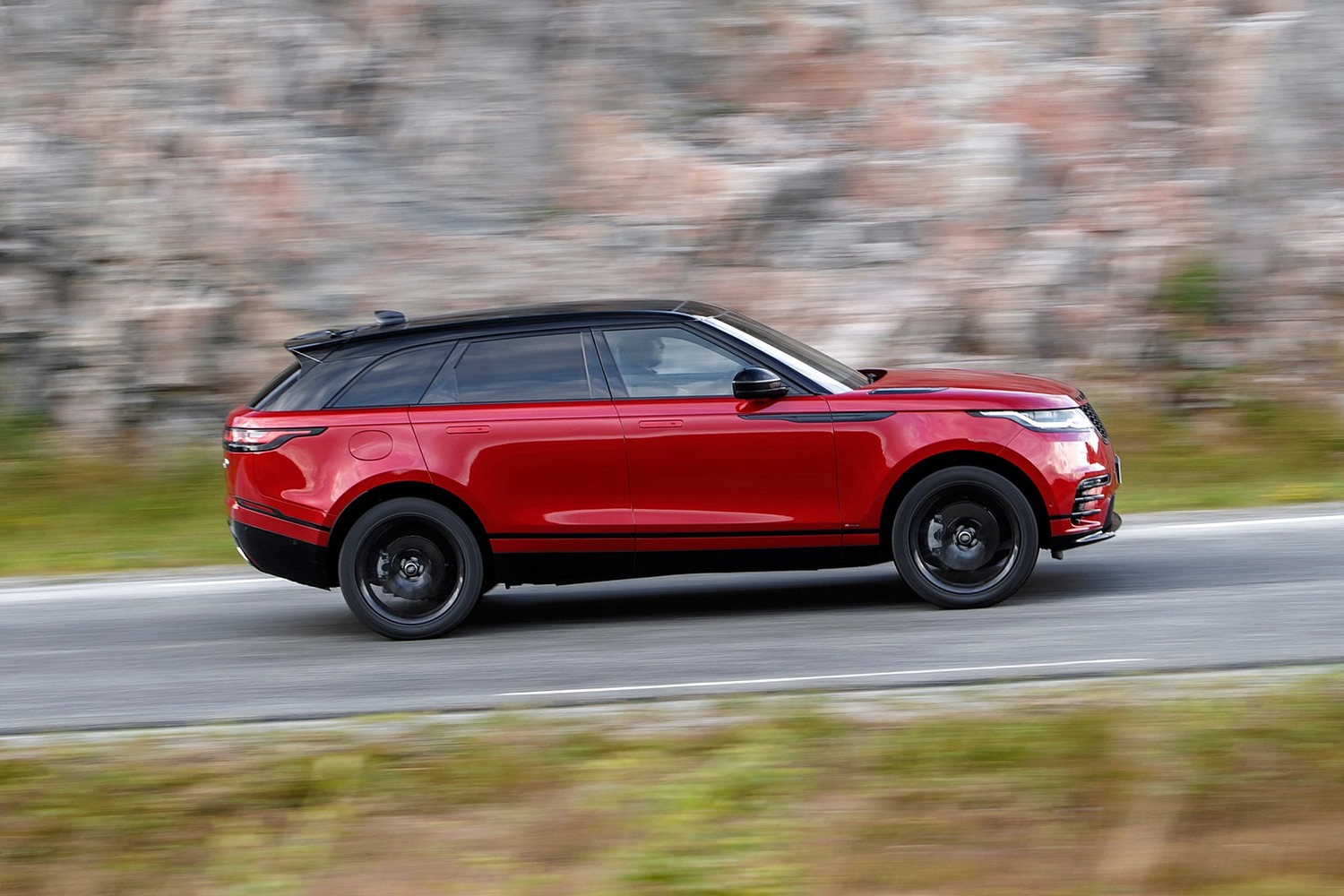 2018 Land Rover Range Rover Velar R-Dynamic HSE 4dr SUV Profile Shown