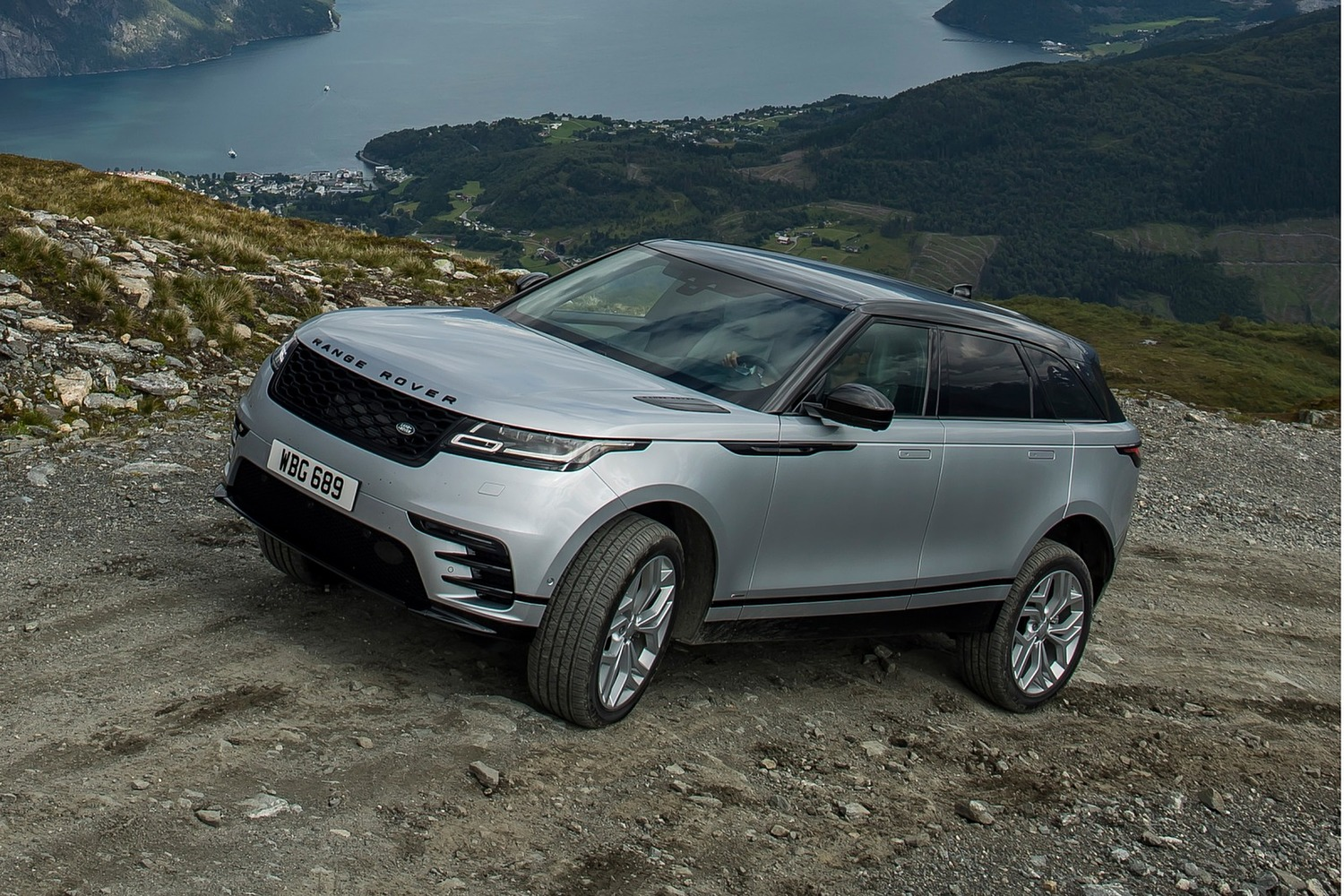2018 Land Rover Range Rover Velar R-Dynamic HSE 4dr SUV Exterior Shown