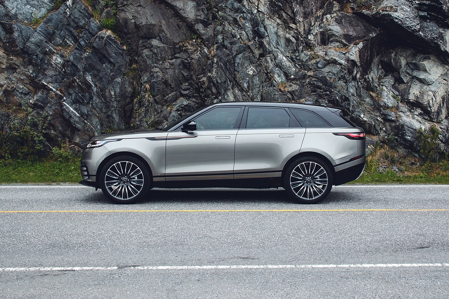 2018 Land Rover Range Rover Velar First Edition 4dr SUV Profile Shown