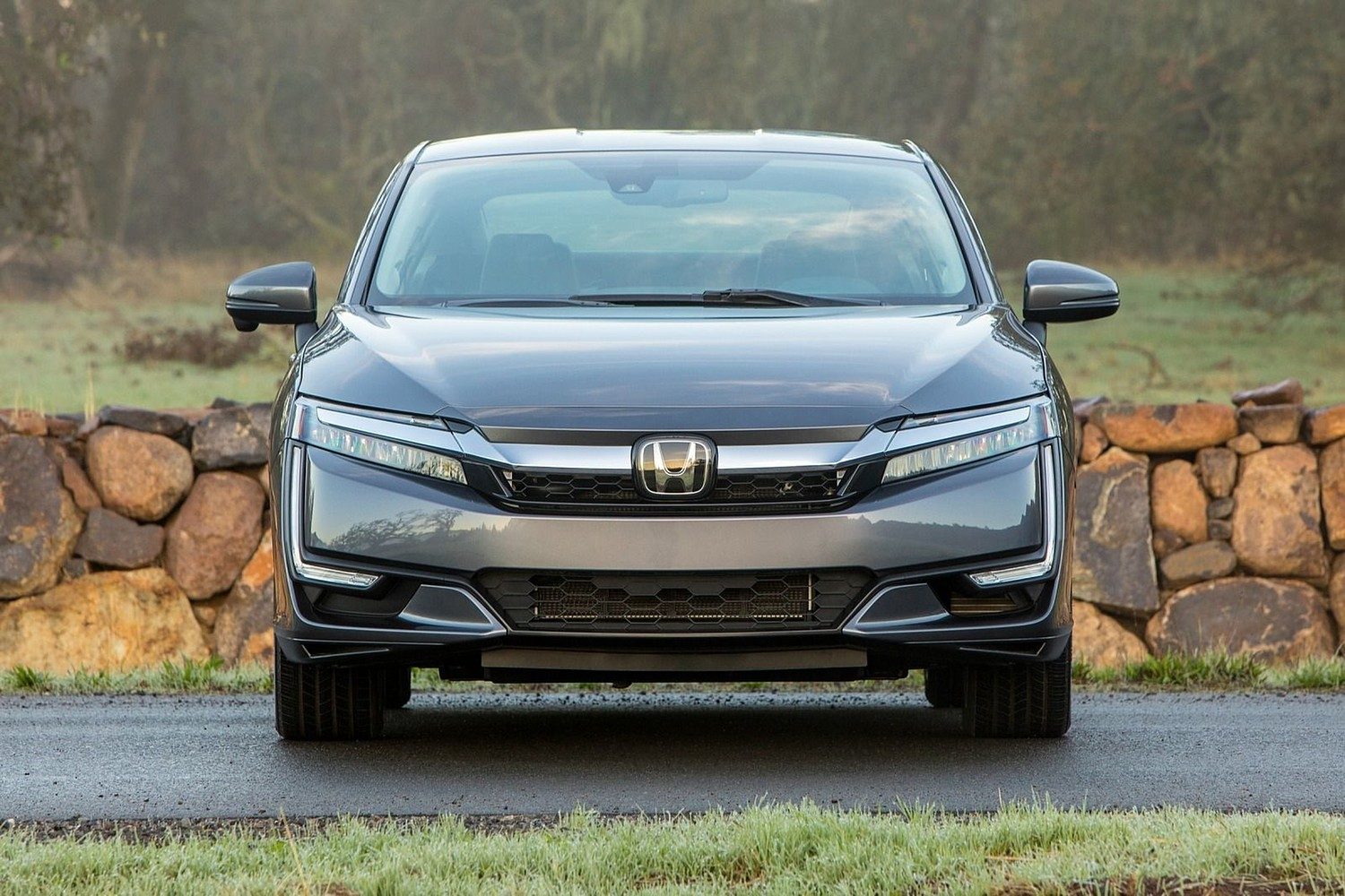 2018 Honda Clarity Touring Plug-In Hybrid Sedan Exterior