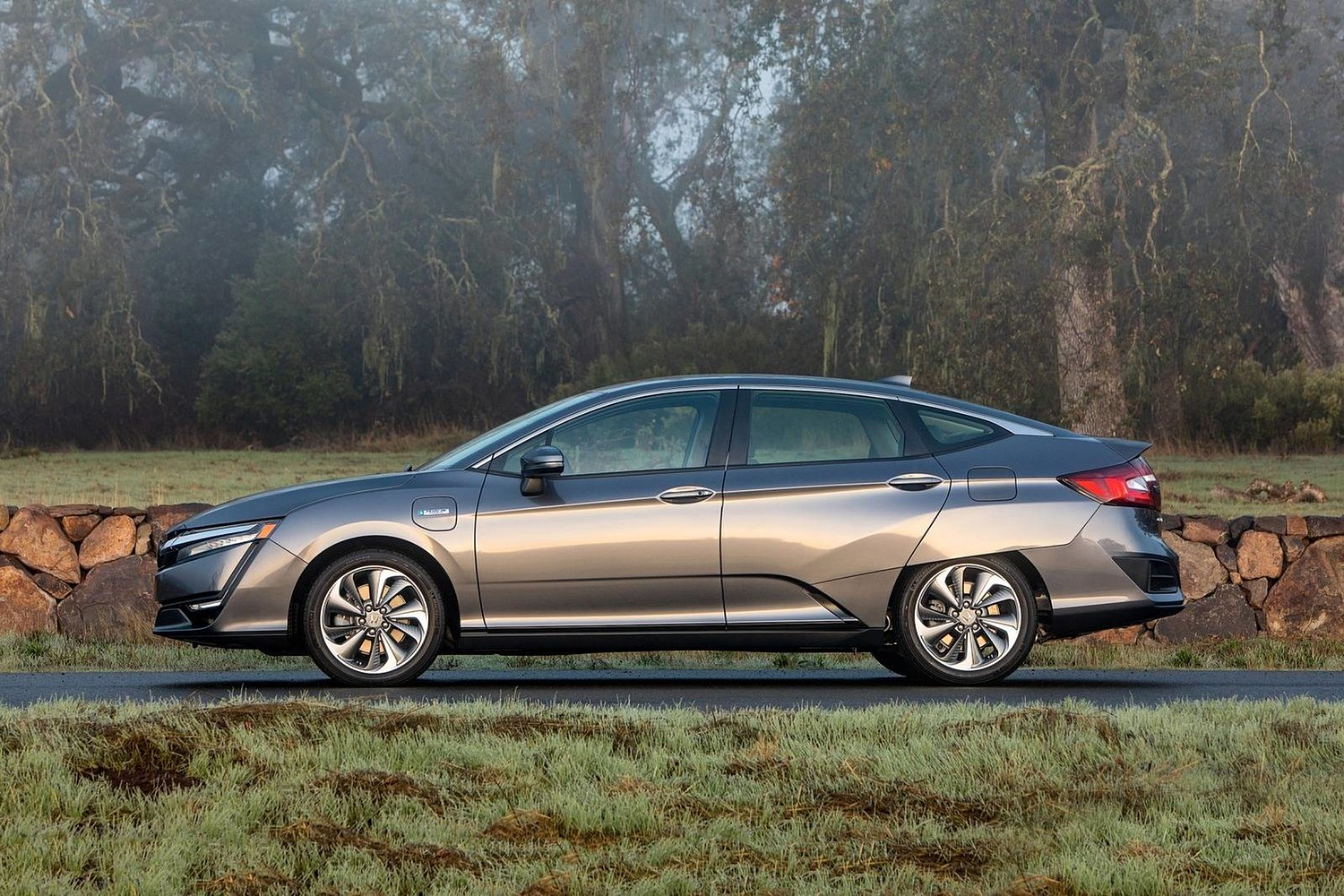 2018 Honda Clarity Touring Plug-In Hybrid Sedan Profile