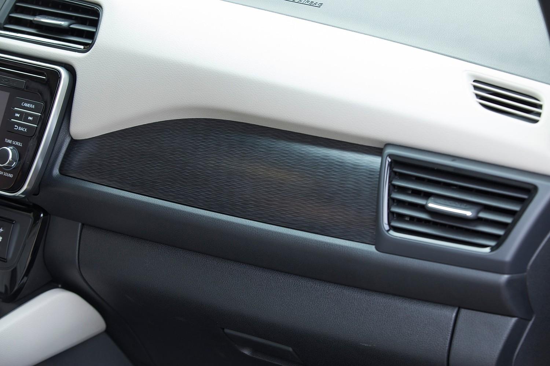 2018 Nissan Leaf SL 4dr Hatchback Interior Detail