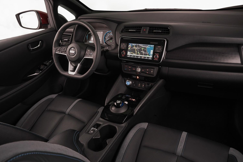 2018 Nissan Leaf SL 4dr Hatchback Dashboard