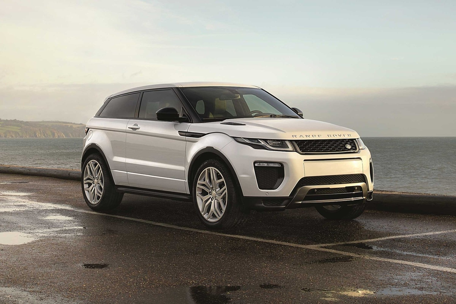 2018 Land Rover Range Rover Evoque HSE Dynamic 237 HP 4dr SUV Exterior Shown