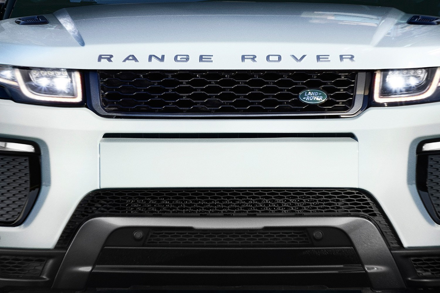 2018 Land Rover Range Rover Evoque HSE Dynamic 237 HP 4dr SUV Front Badge