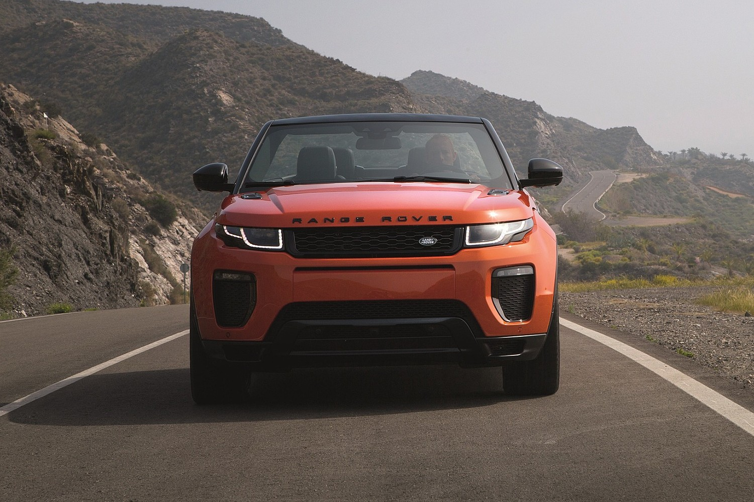 2018 Land Rover Range Rover Evoque HSE Dynamic Convertible SUV Exterior. Options Shown.