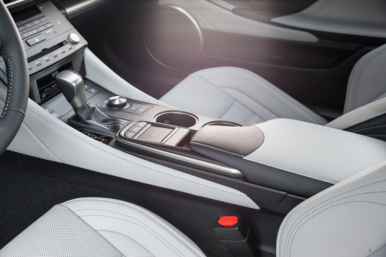 Lexus RC 350 Coupe Center Console