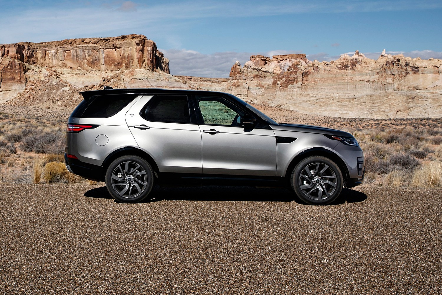 2018 Land Rover Discovery HSE Td6 4dr SUV Profile. Dynamic Package Shown.