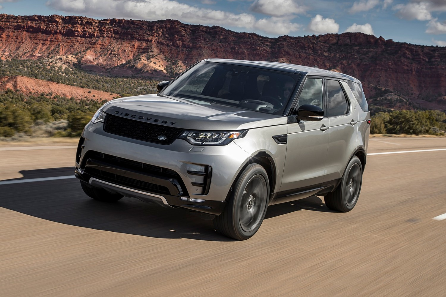 2018 Land Rover Discovery HSE Td6 4dr SUV Exterior. Dynamic Package Shown.