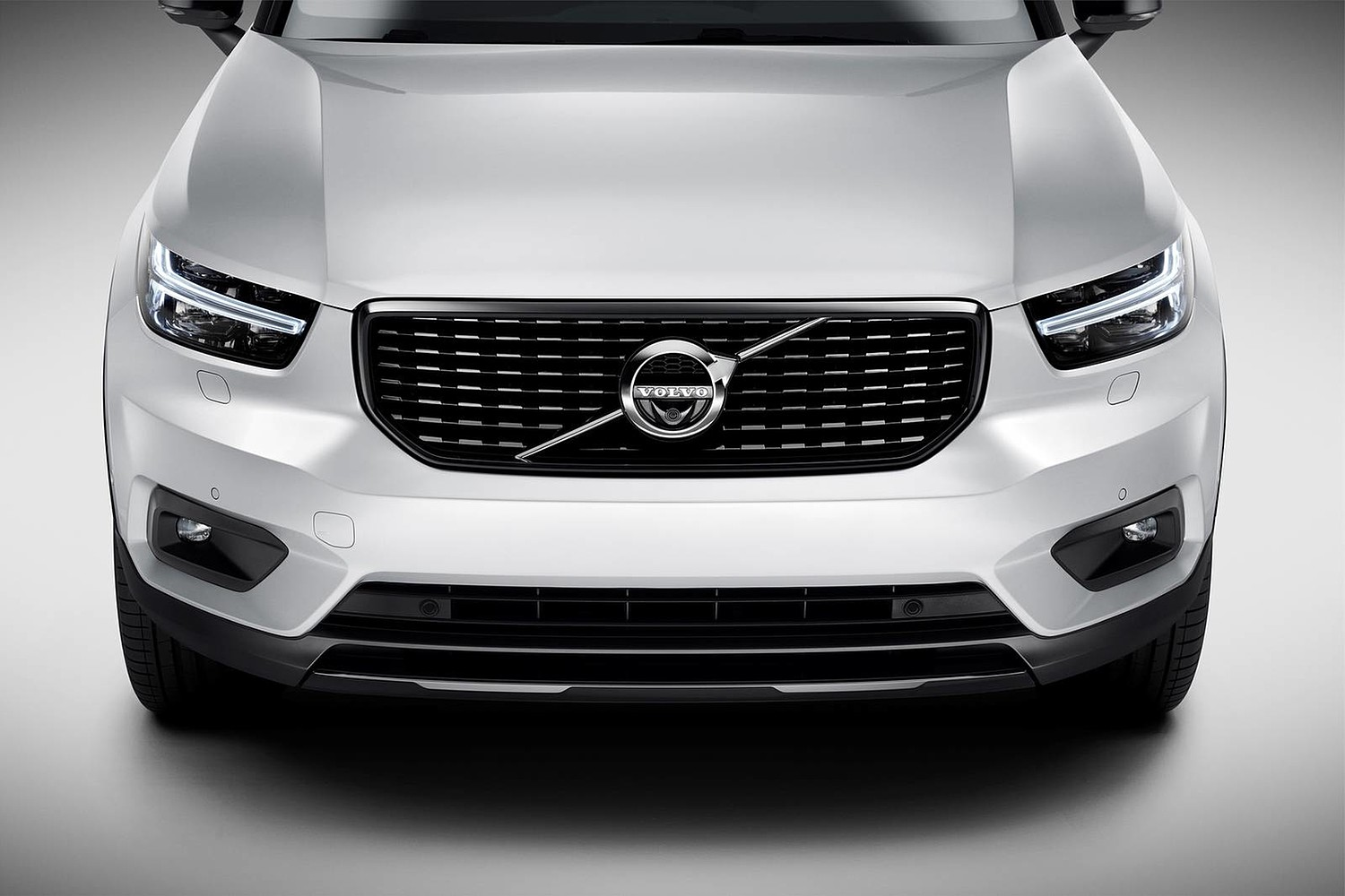 2019 Volvo XC40 T5 R-Design 4dr SUV Front Badge