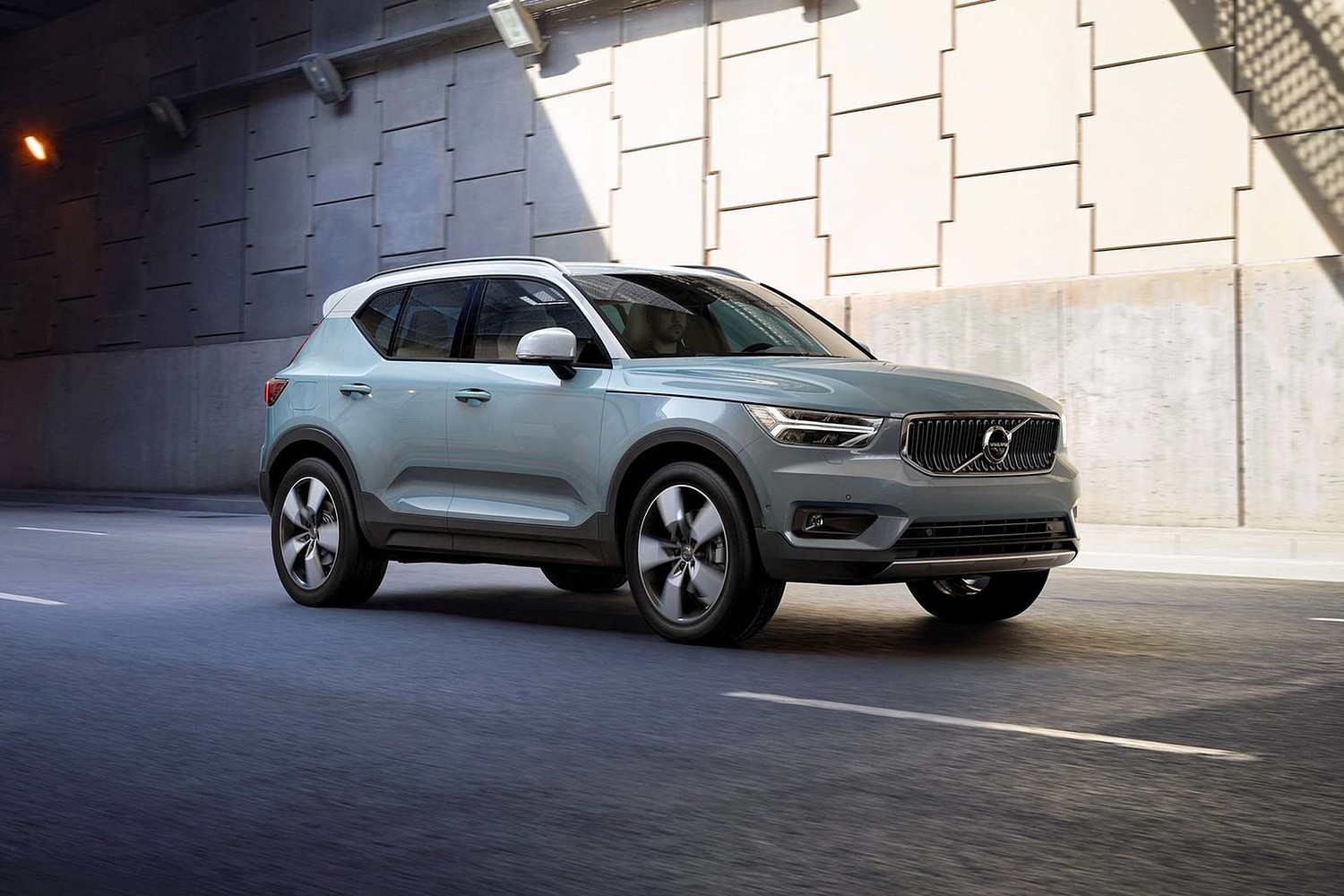 2019 Volvo XC40 T5 Momentum 4dr SUV Exterior Shown