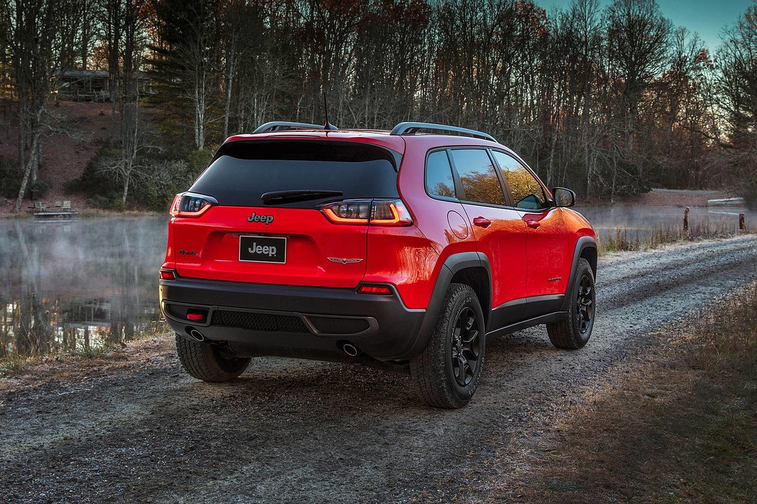 2019 Jeep Cherokee Trailhawk 4dr SUV Exterior. Options Shown.