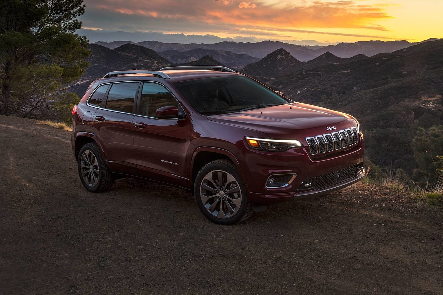 2019 Jeep Cherokee Overland 4dr SUV Exterior