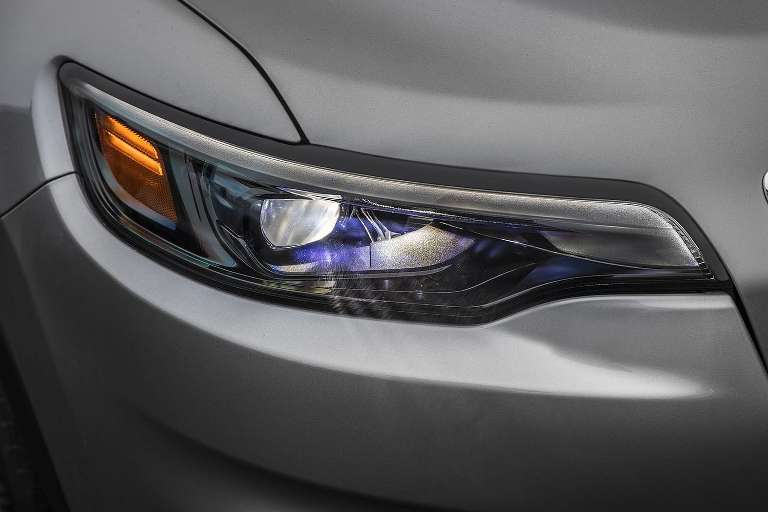 2019 Jeep Cherokee Limited 4dr SUV Headlamp Detail