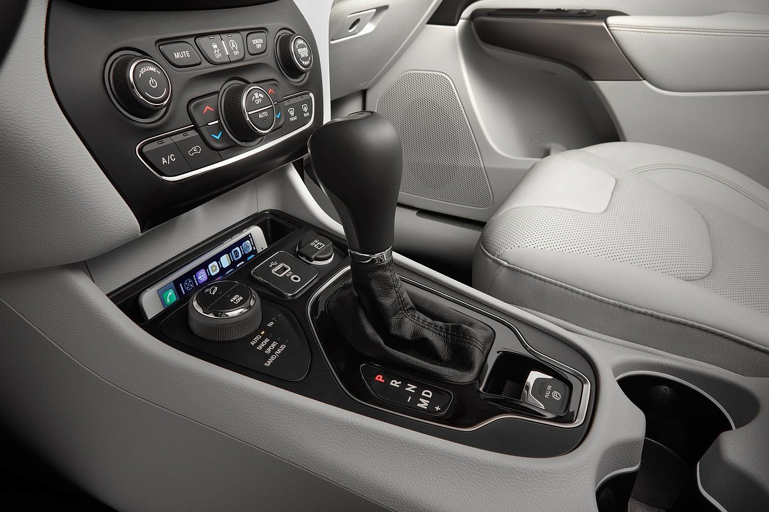 2019 Jeep Cherokee Limited 4dr SUV Shifter
